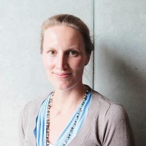 Dr. Julia Dobroschke